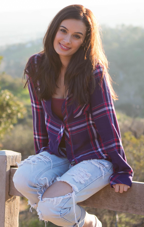 Evelyn Sharma Indian Model, Actress, Singer, Lyricist, Entrepreneur & Philanthropist