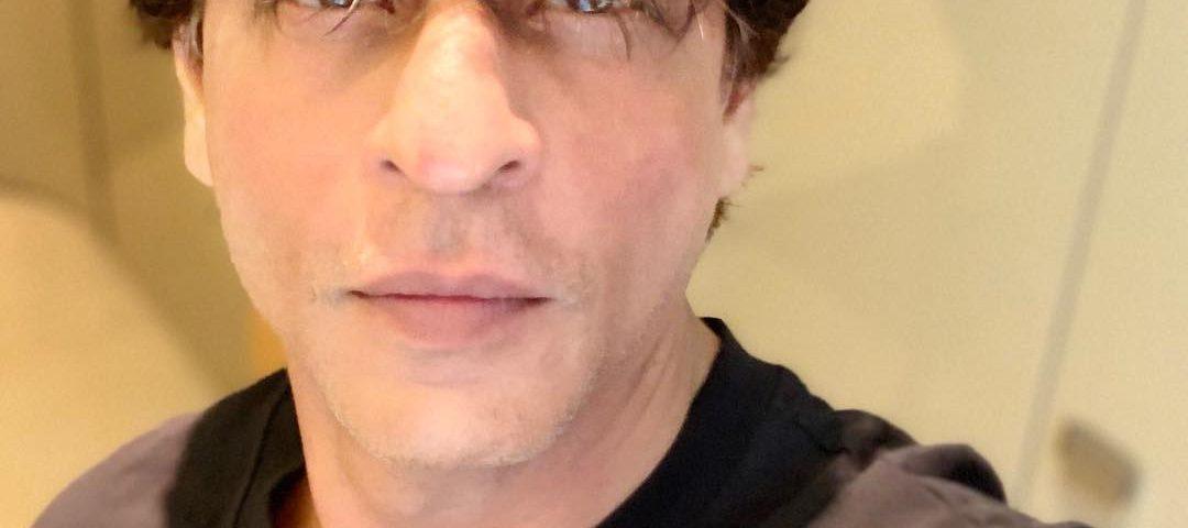 Shah Rukh Khan Selfie 1080x480