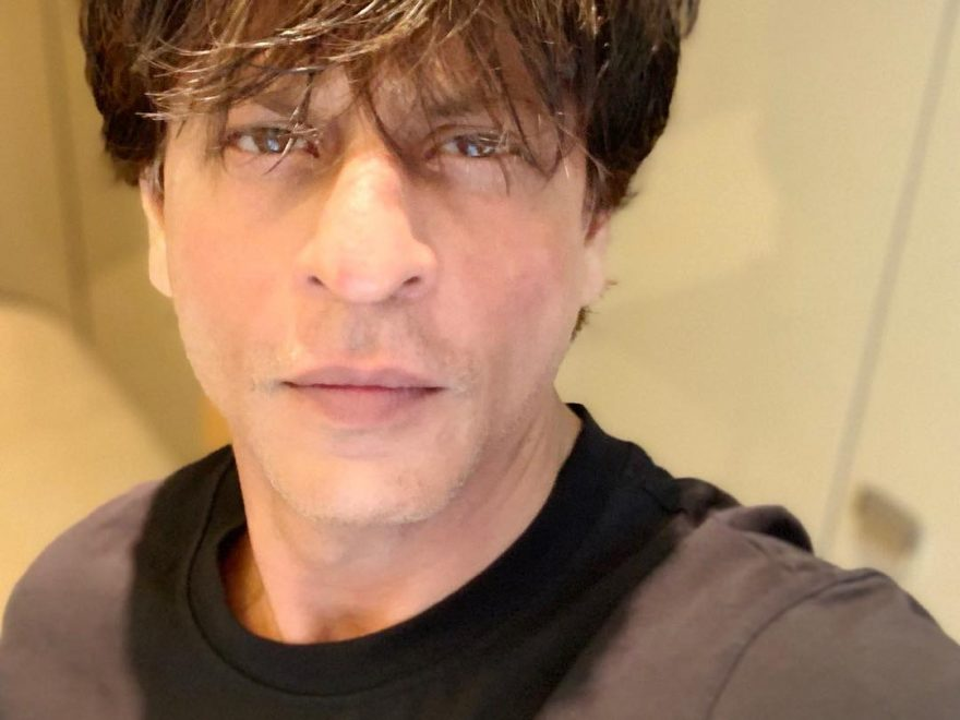 Shah Rukh Khan Selfie 880x660