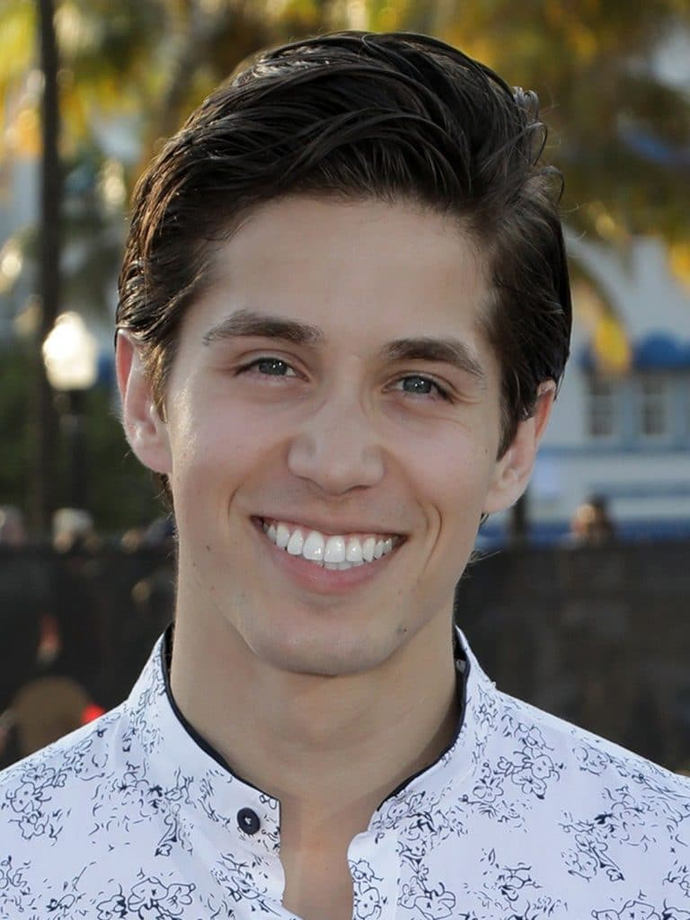 Brandon Larracuente Bio Height Age Weight Girlfriend And Facts Super Stars Bio