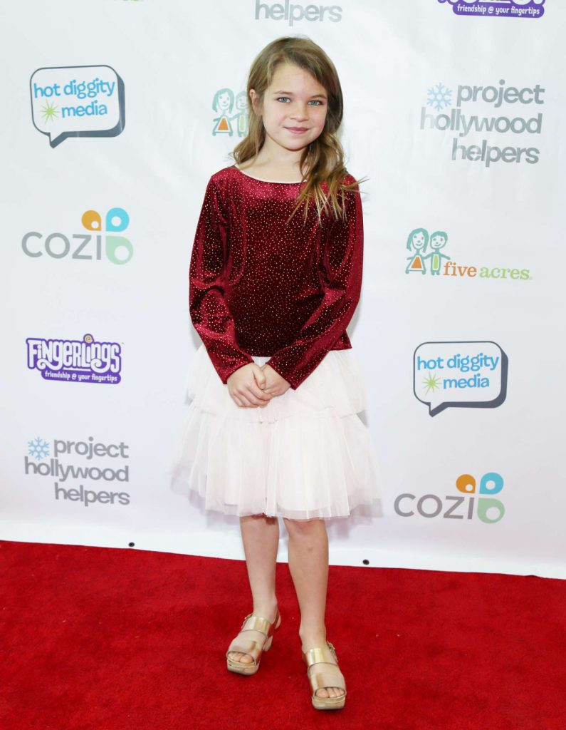 Raegan Revord  Project Hollywood Helpers Event 07 795x1024