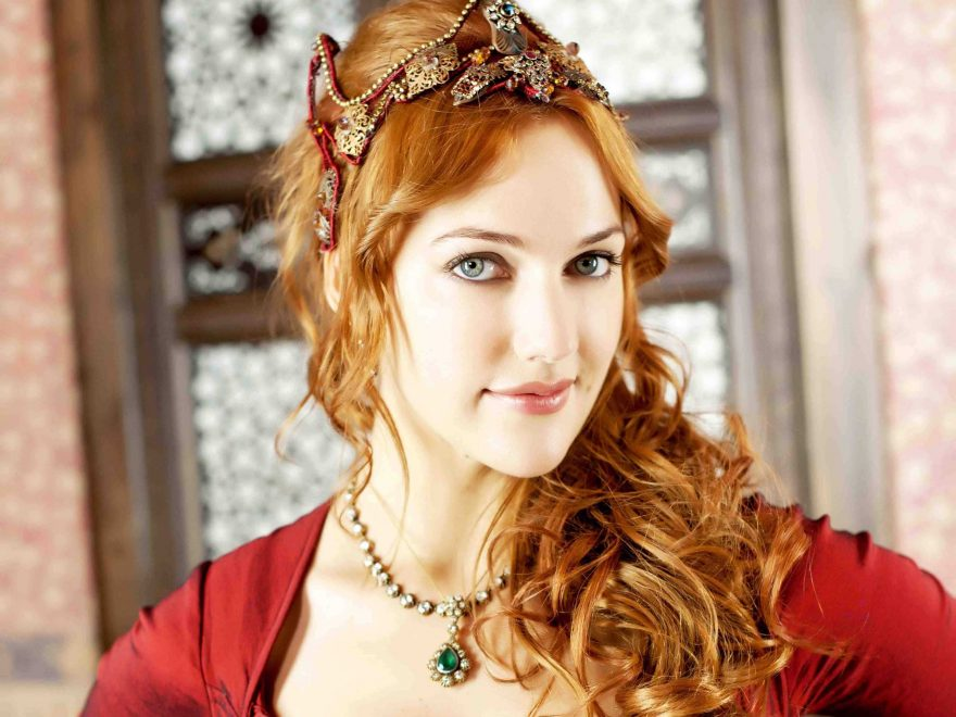 Meryem Uzerli Bio, Height, Age, Net Worth, Husband and Facts - 4996388 meryem uzerli wallpapers 880x660