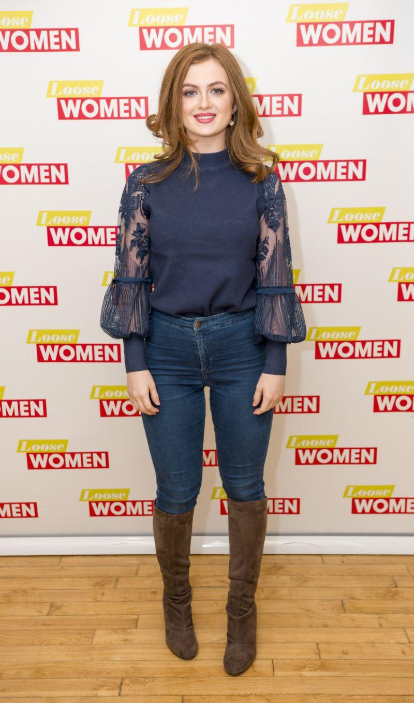 Maisie Smith Bio, Height, Age, Weight, Boyfriend and Facts - Super