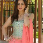 Shraddha Arya Bio, Height, Age, Weight, Boyfriend and Facts