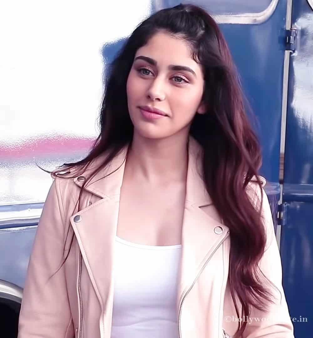 7 Warina Hussain