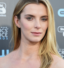 Betty Gilpin Actess