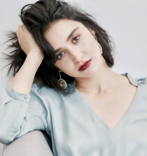 Libe Barer Actress