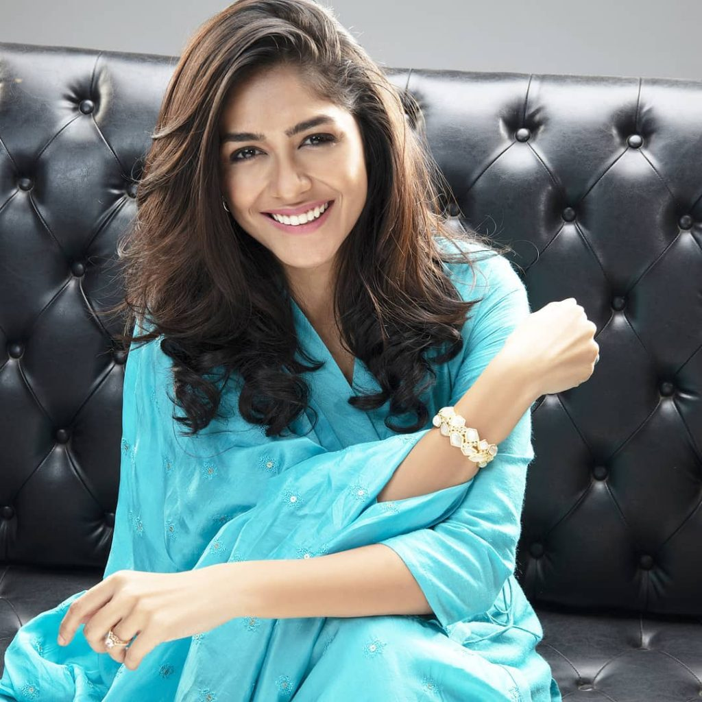 Mrunal Thakur Bio, Height, Age, Weight, Boyfriend and ...