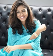 Mrunal Thakur Actress