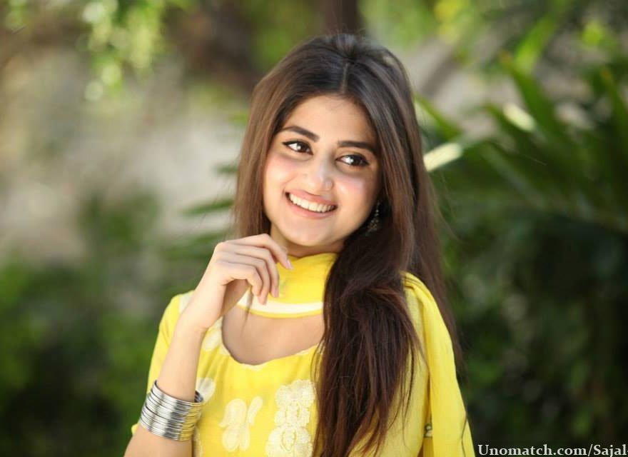 Sajal Ali Bio, Age, Height, Boyfriend, Weight, Facts - Sajal Ali 880x640