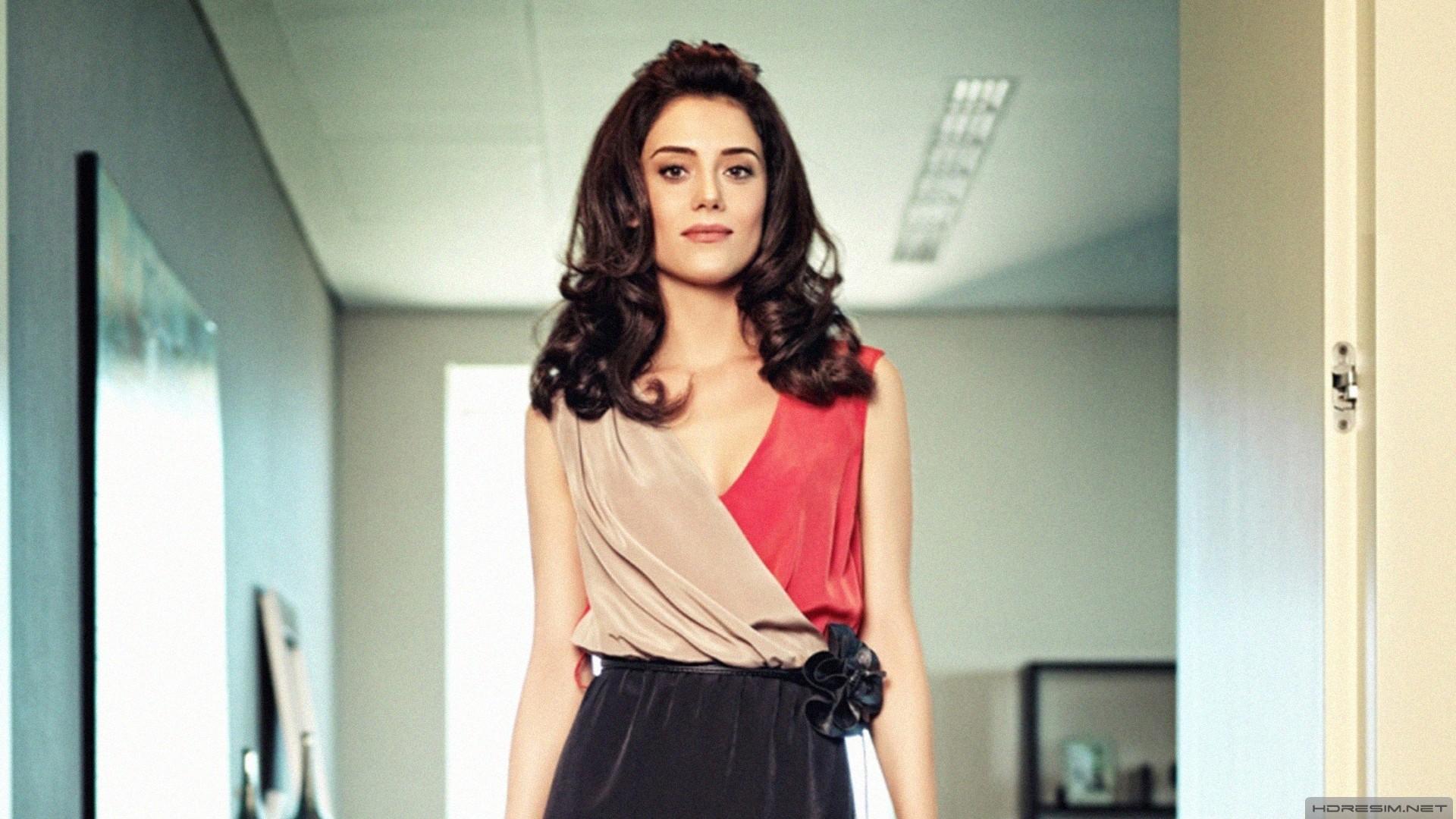 Cansu Dere Turkish Actress, Model, Presenter