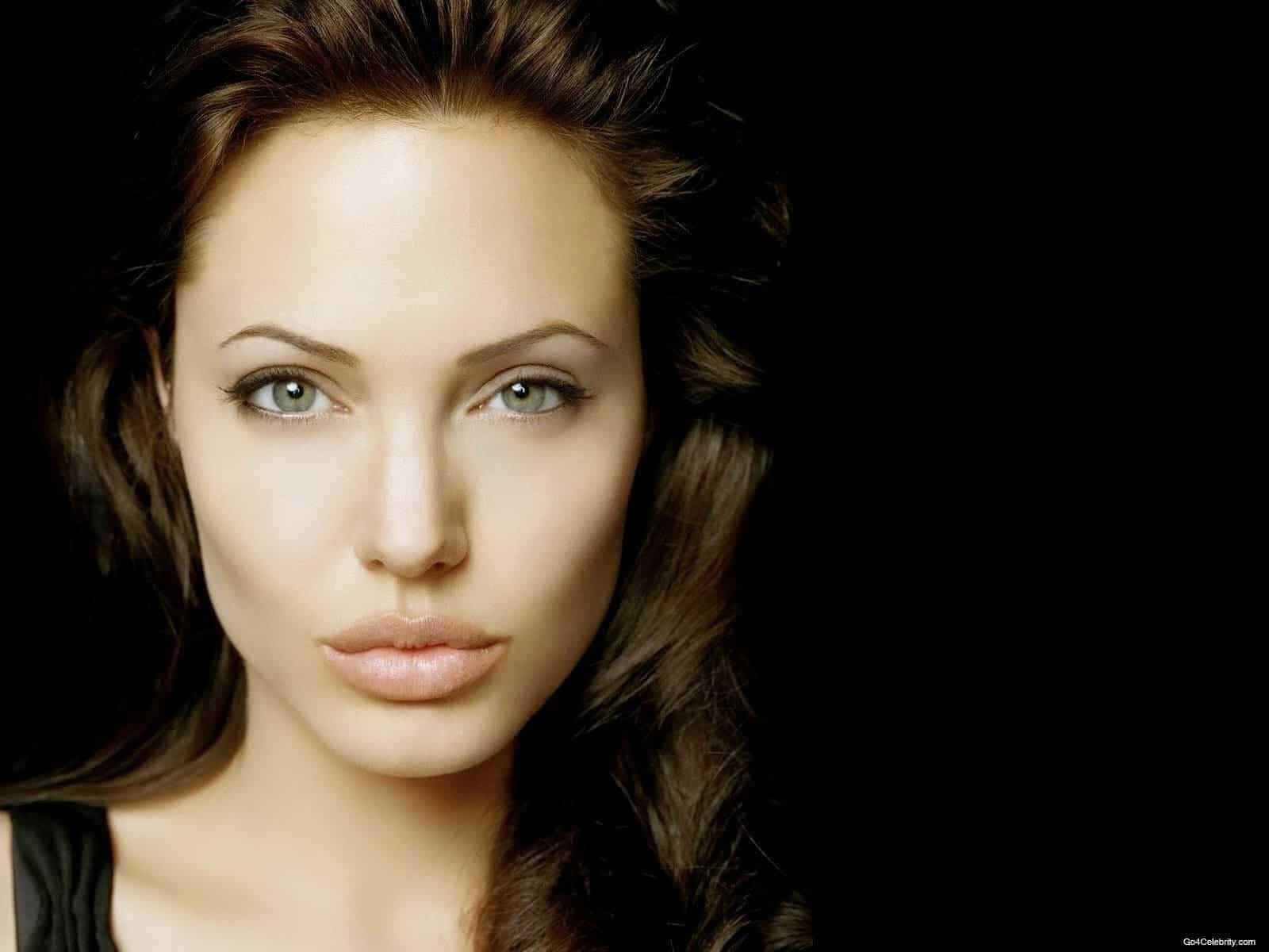 Angelina Jolie Bio, Height, Affairs, Net Worth, Boyfriend