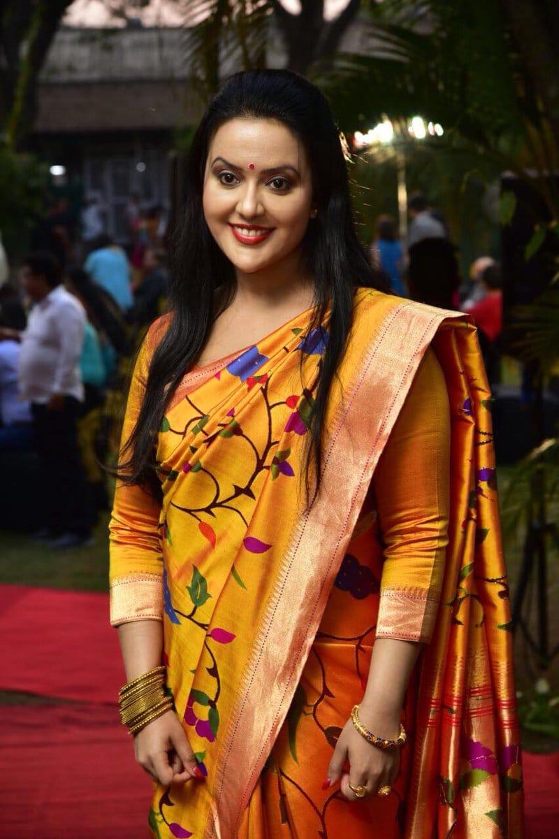 Amruta Fadnavis Indian Singer