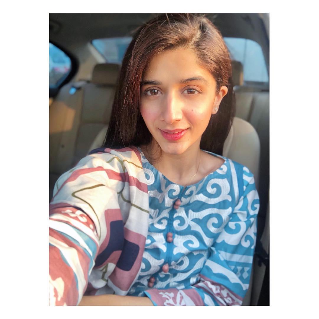 Mawra Hocane Selfie