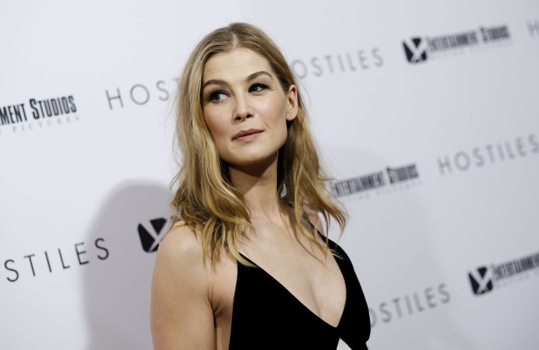Rosamund Pike Height, Net wort, Age, Bio, Family, Husband ...
