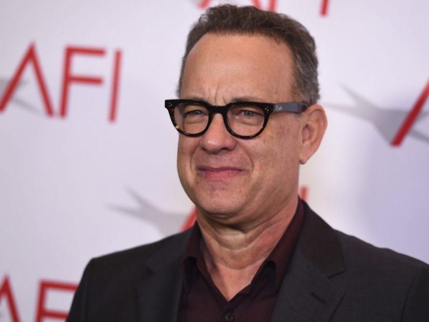 Tom Hanks age bio 880x660