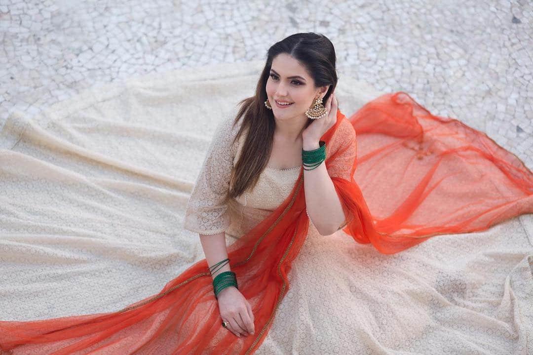 Zareen khan height