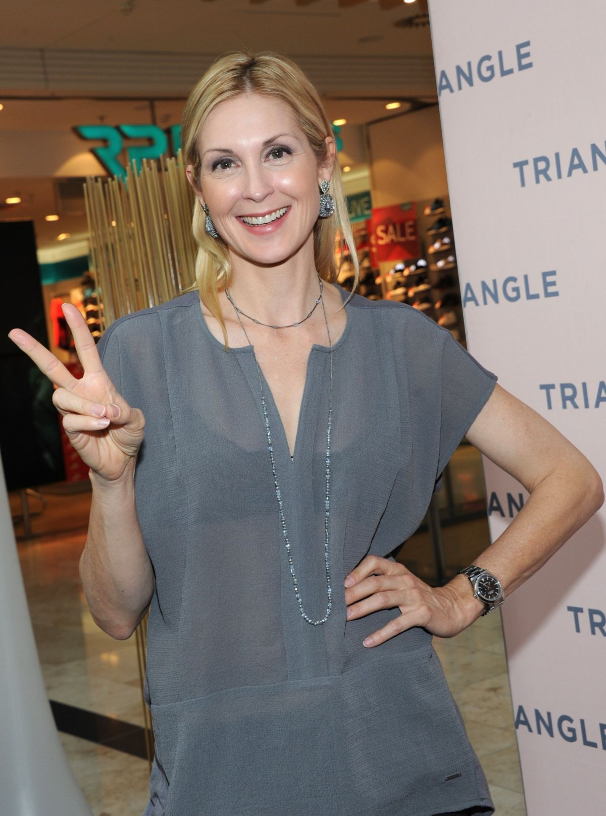 kelly rutherford at triangle store pre opening in munich 08 03 2016 1