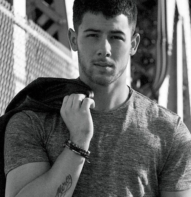 Nick Jonas height 640x660