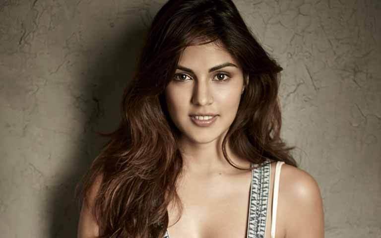 Rhea Chakraborty beautiful eyes