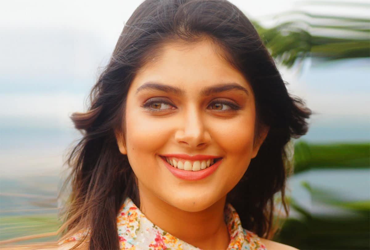 ishitha chauhan smiling