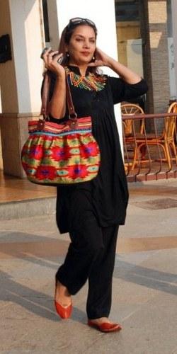 shabana Azmi black dress height