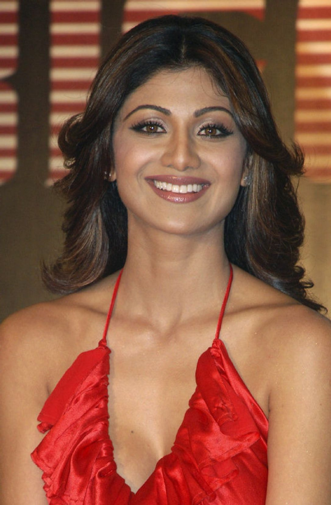 Shilpa Shetty Bio, Age, Height, Net worth, Family, Husband