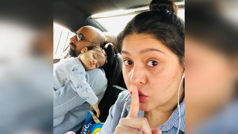 sunidhi chauhan with family