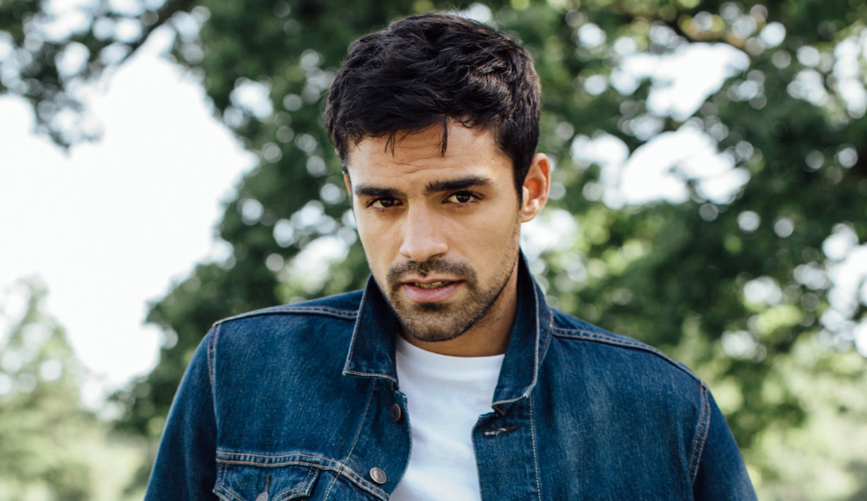 Sean Teale England Actor