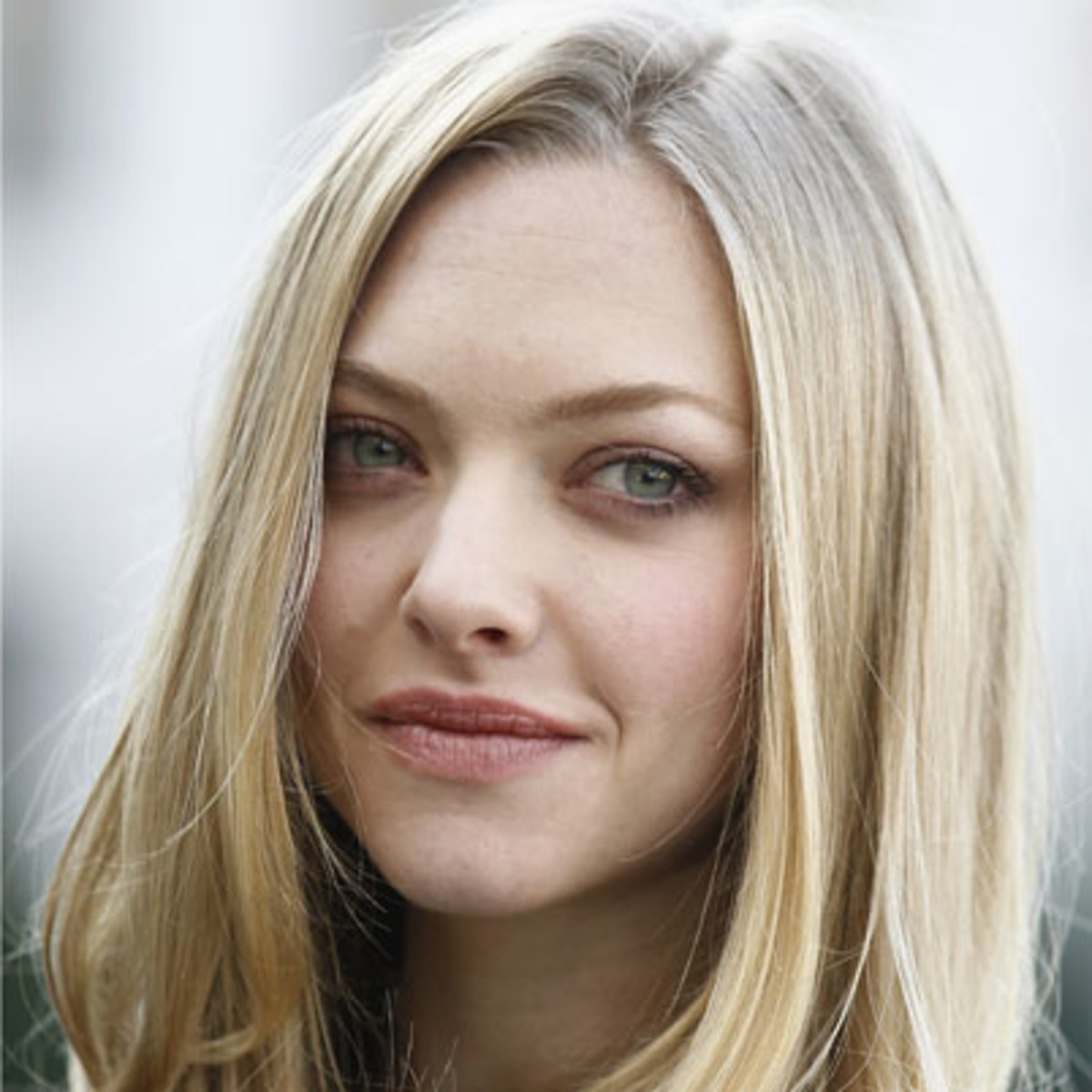 Amanda Seyfried sad
