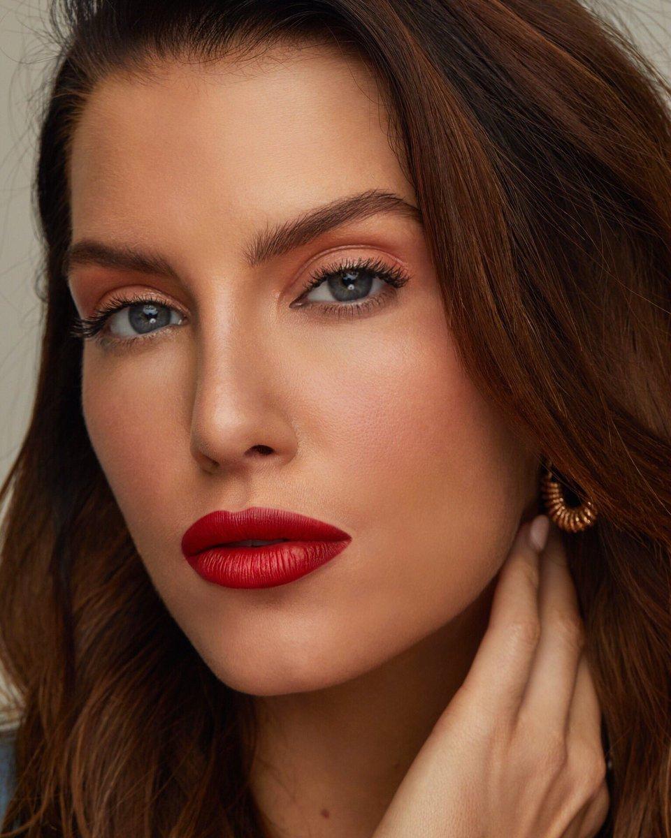 Erin Holland Australian Singer, TV Host, Model, Dancer, Charity worker