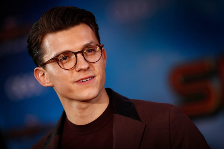 Tom Holland Height, Age, Bio, Girlfriend, Net worth, Family