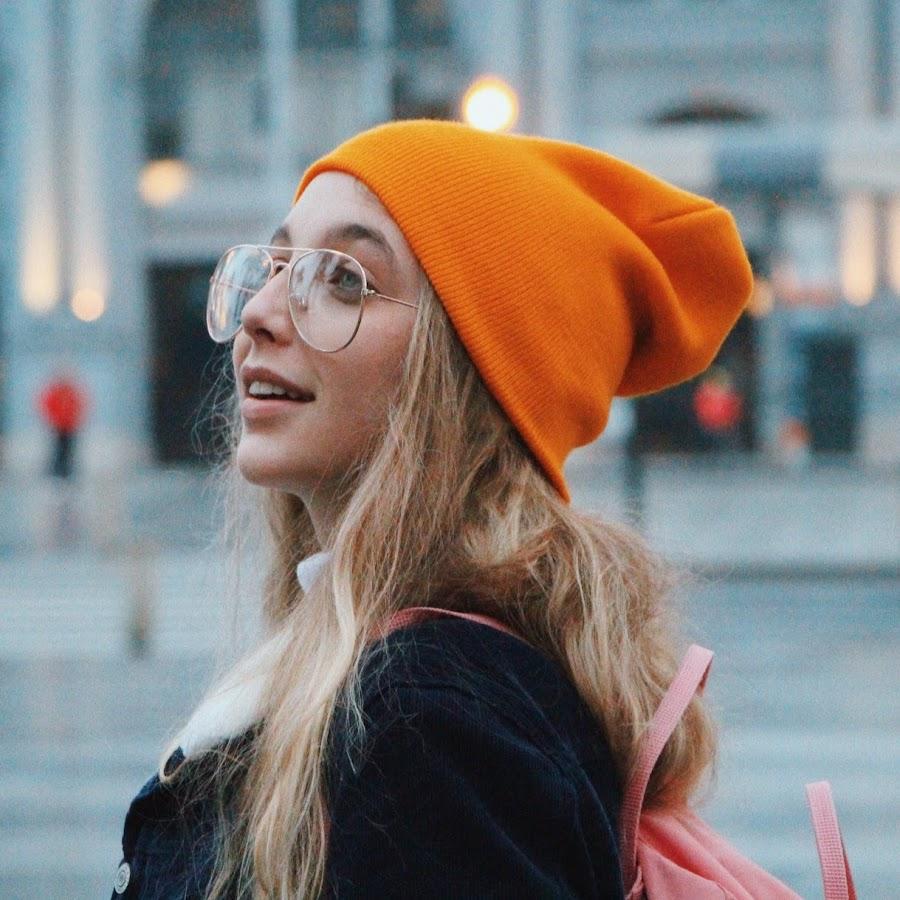 Emma Chamberlain American YouTuber, Social Media Influencer