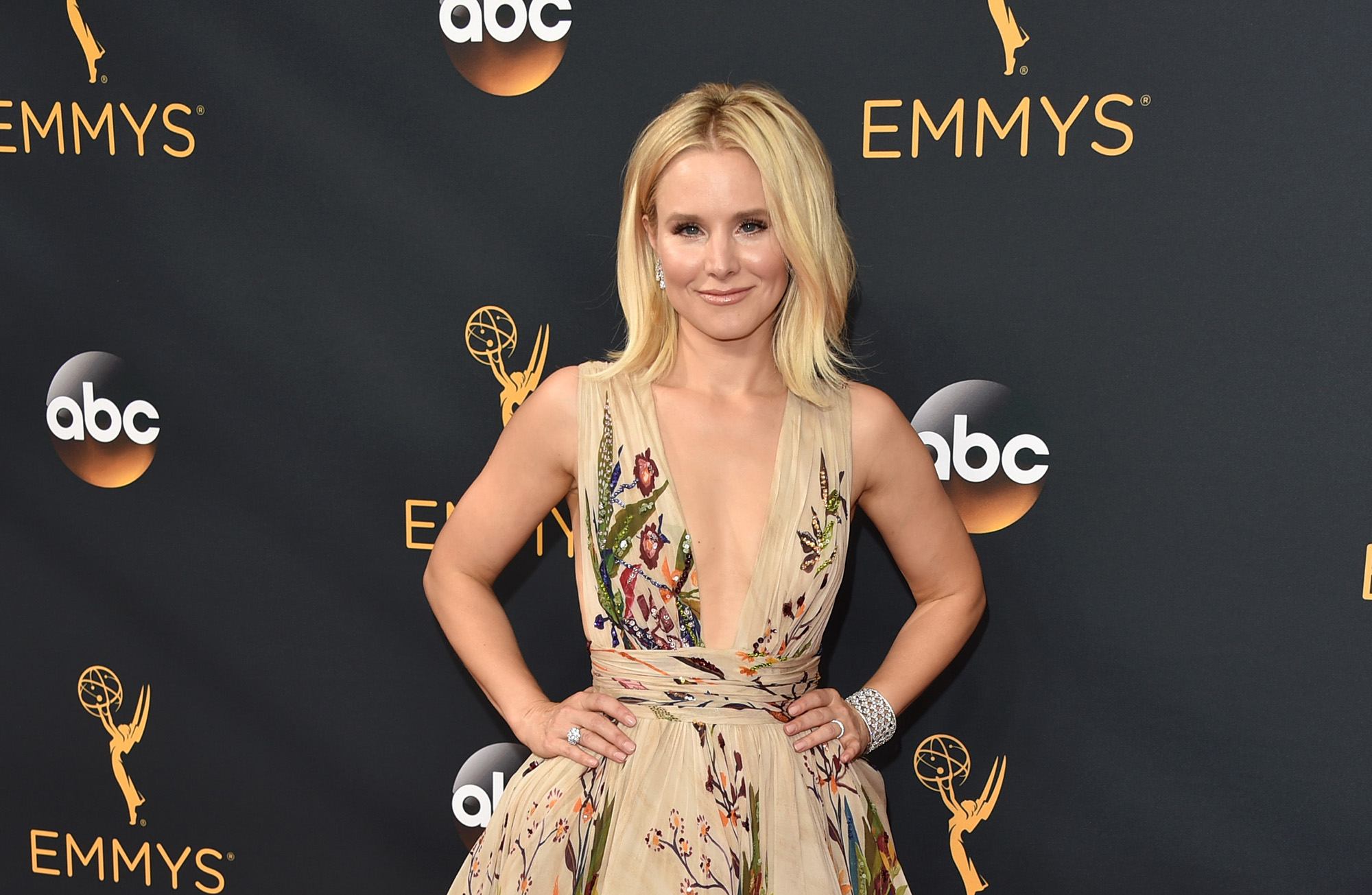 Kristen Bell Biography Height Life Story Super Stars Bio When she was young age, she appeared in tv. https superstarsbio com bios kristen bell