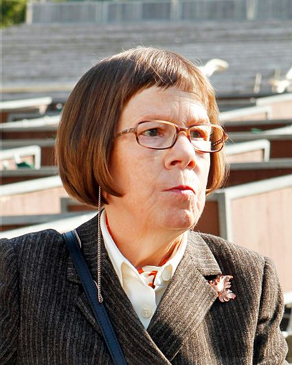 Linda Hunt American Actress