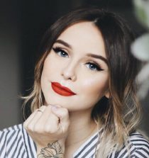 Acacia Brinley Clark Singer, YouTuber, Actress, Model