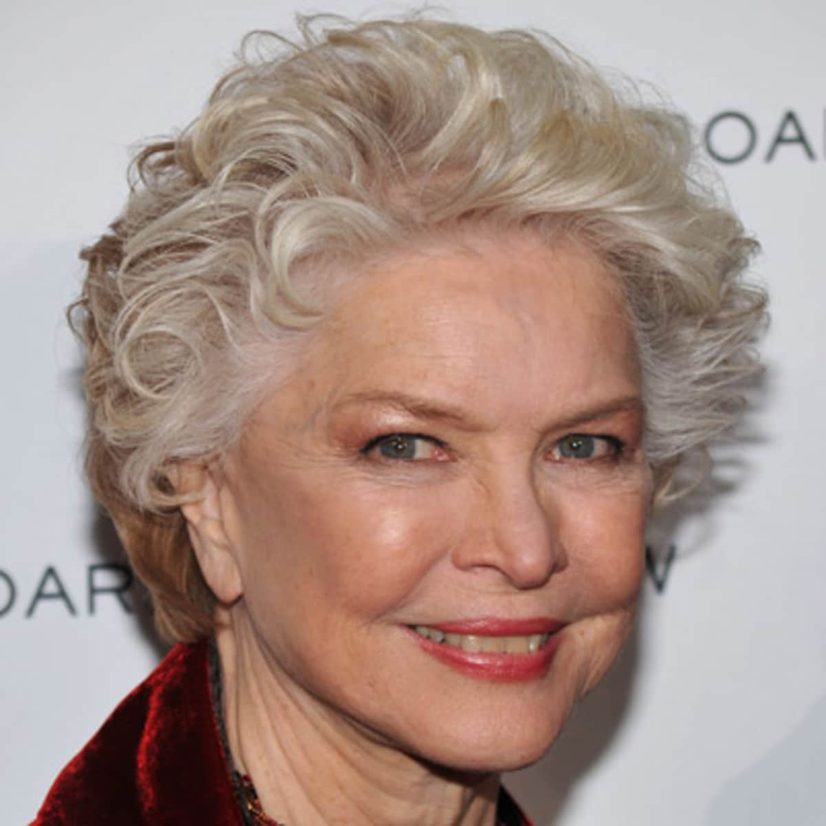 Ellen Burstyn  - 2020 Regular blond hair & urban hair style.
