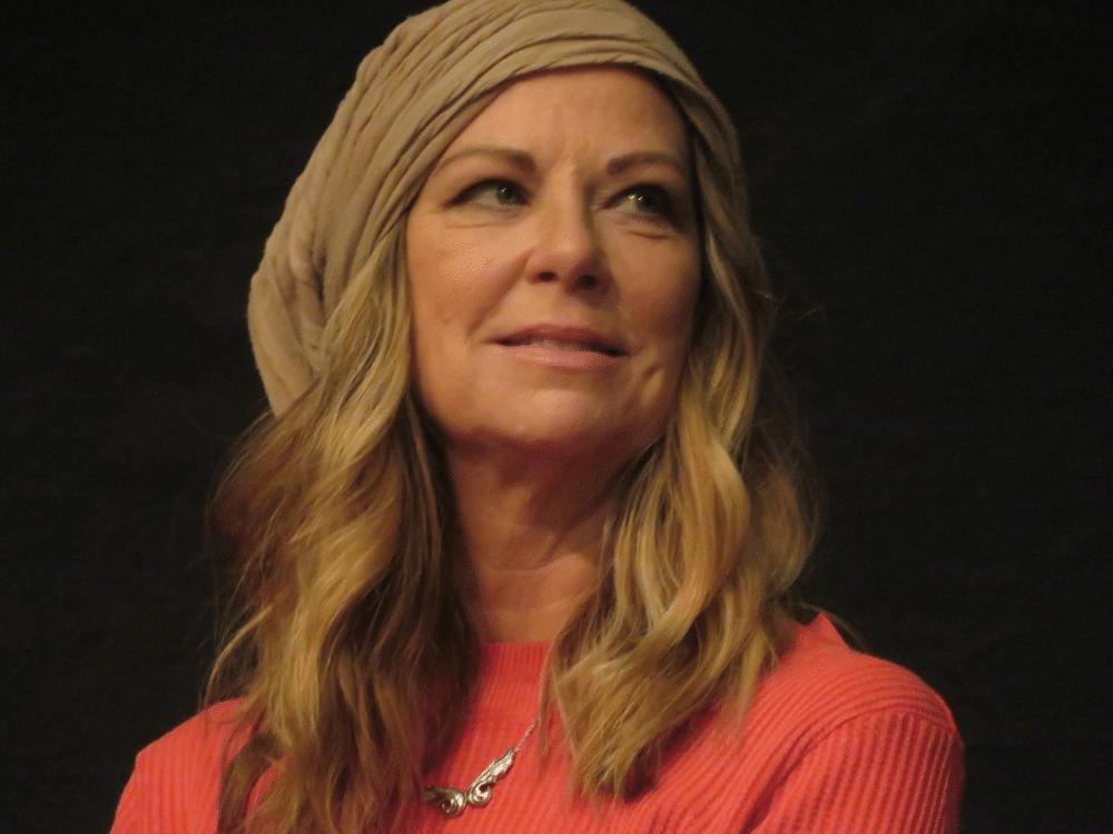 Mo Collins American Actress