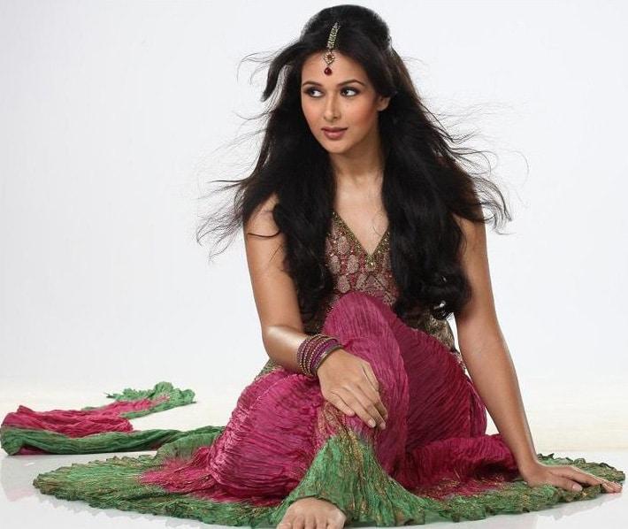 Manini Chadha - Biography, Height & Life Story   World Super Star Bio..