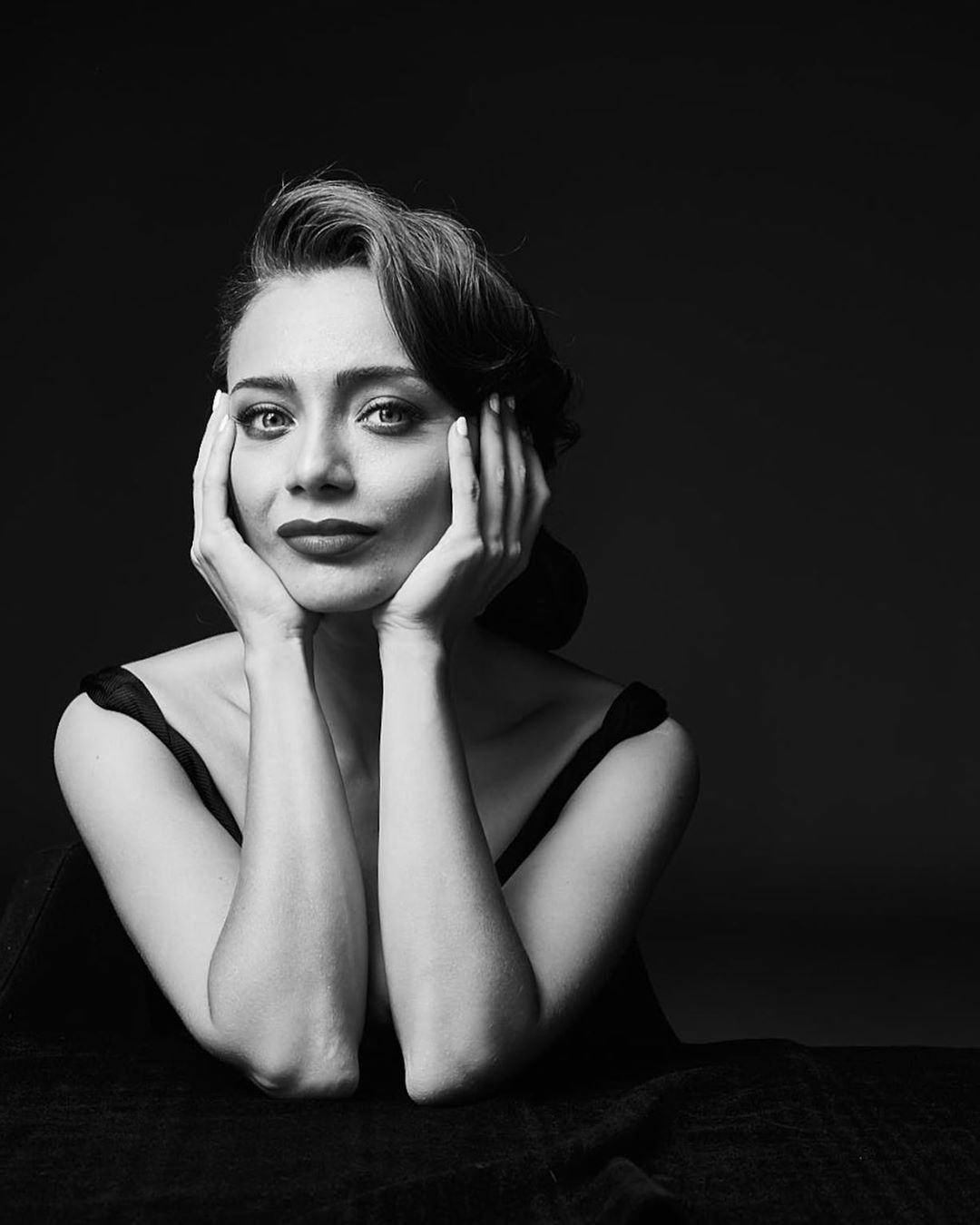 Damla Sönmez Turkish Actress