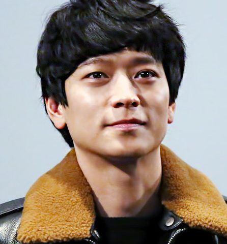 Dong won Gang bio 446x480