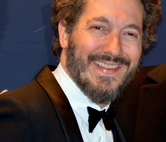 Guillaume Gallienne height 563x480