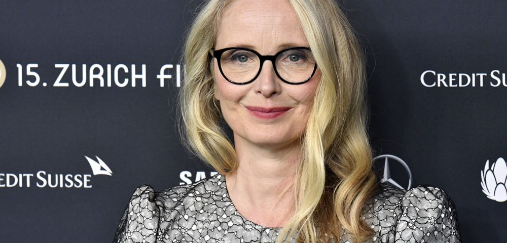 julie delpy height 1000x480