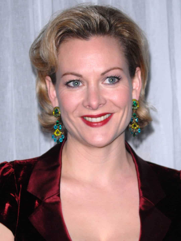 Sara Stewart American, British Actress