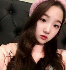 Kim Si-hyeon Singer, Host