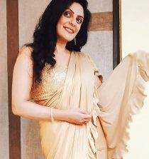 Meenal Kapoor Actress