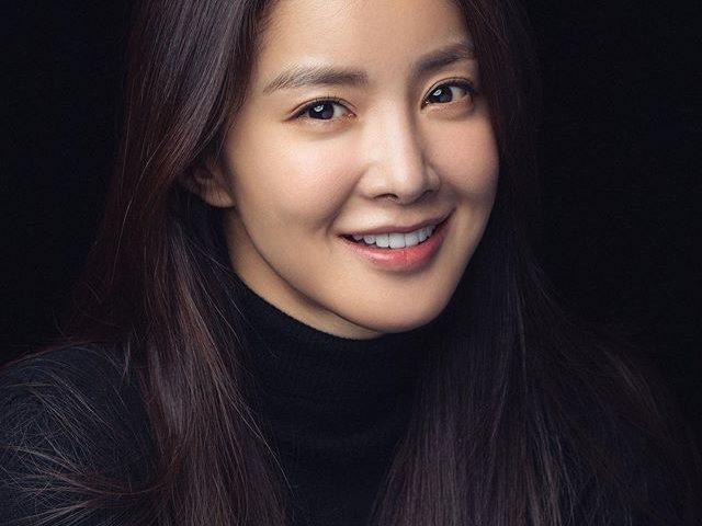 Lee Si young bio 640x480