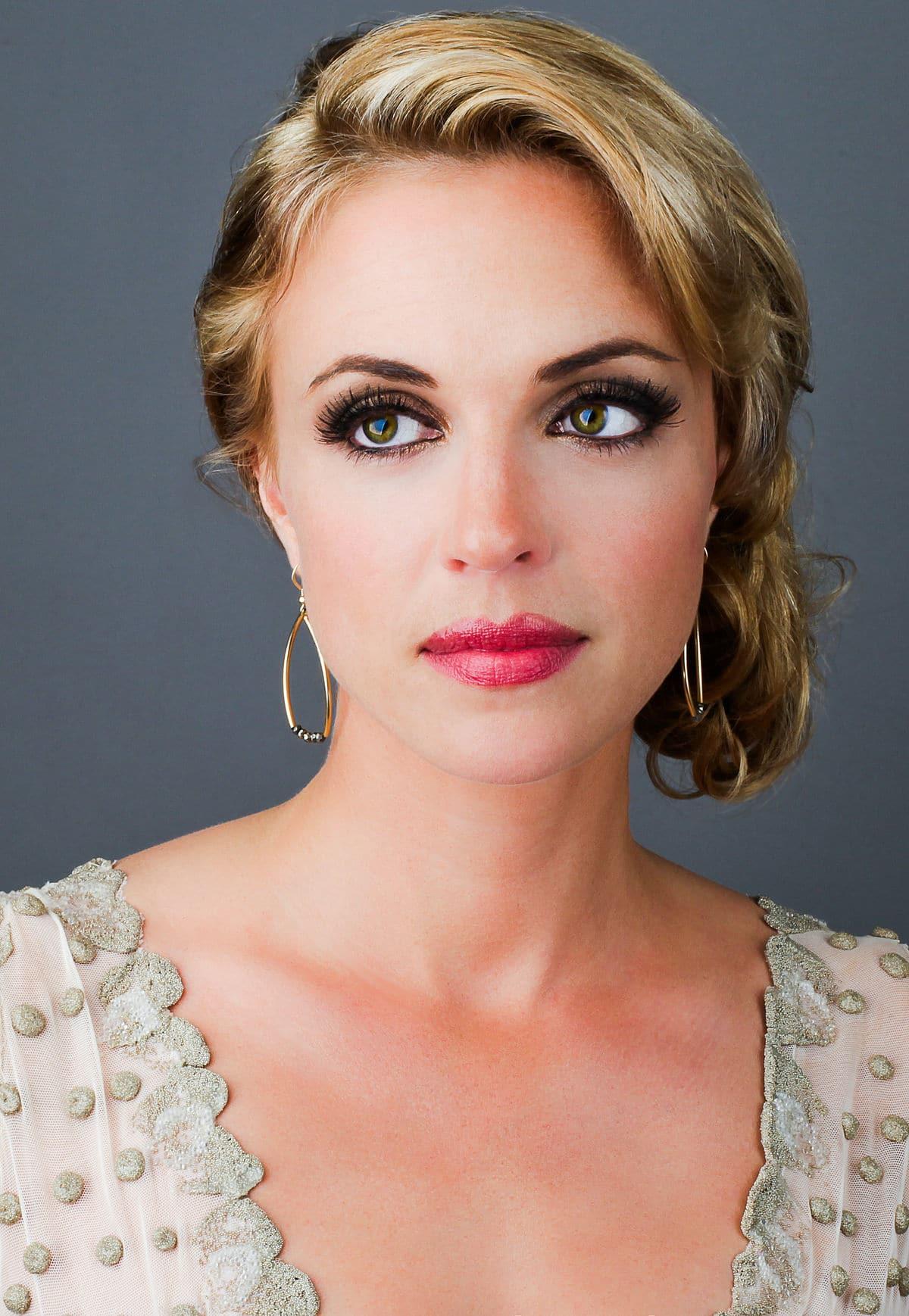 Kelly Sullivan-Beautiful Actress